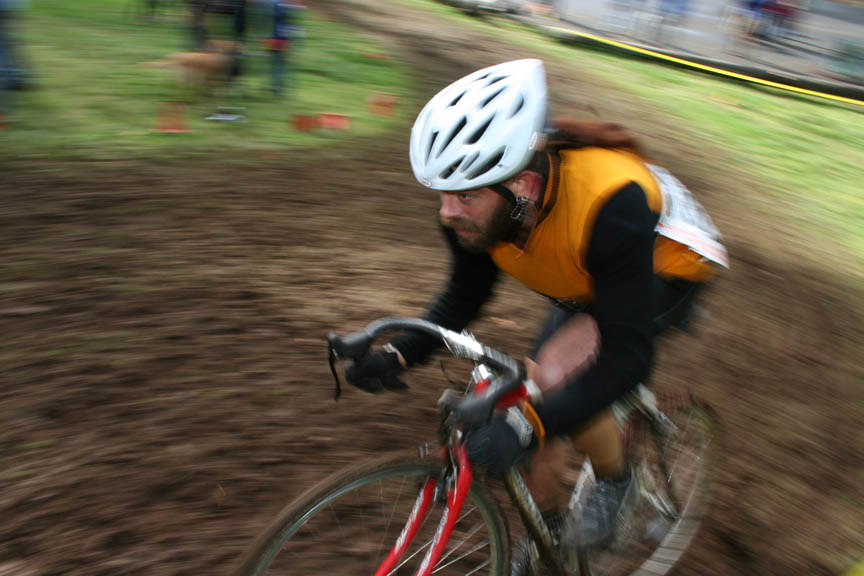 some real racing took place - in the b/single speed race, by Andrew Yee