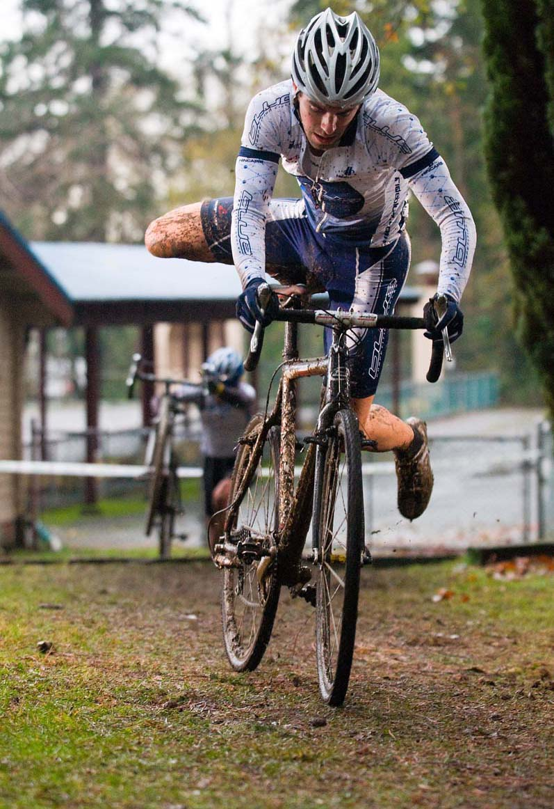 Craig Richey remounts on his way to second at the BC cyclocross provincial championships. ? John Irvine Photography