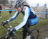 Wendy Williams glued to Hall's wheel. © Cyclocross Magazine
