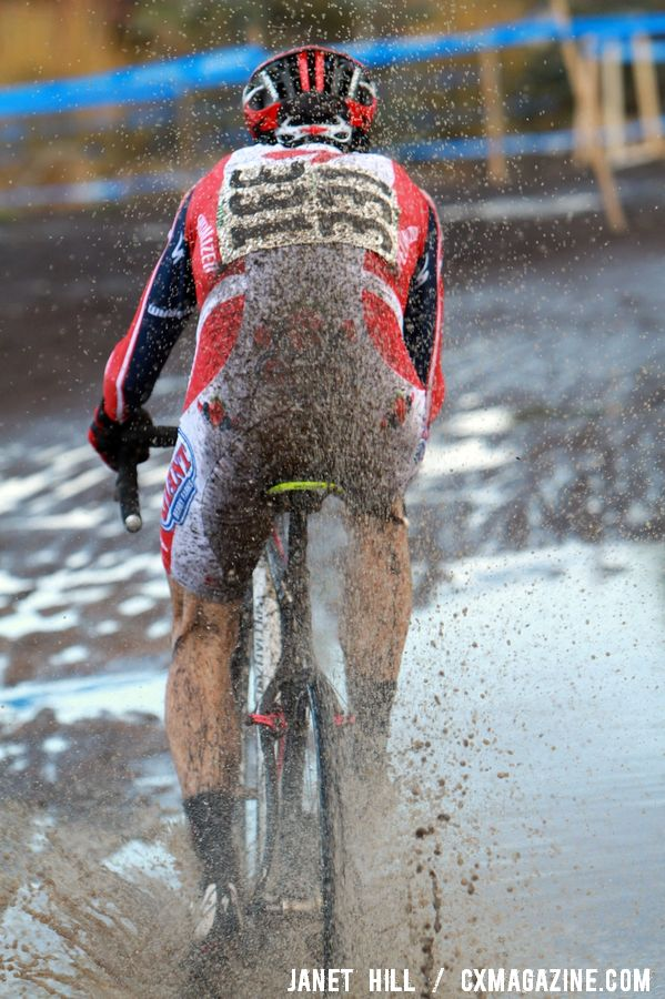 Ned Overend leaves the rest of the field in his spray. © Janet Hill