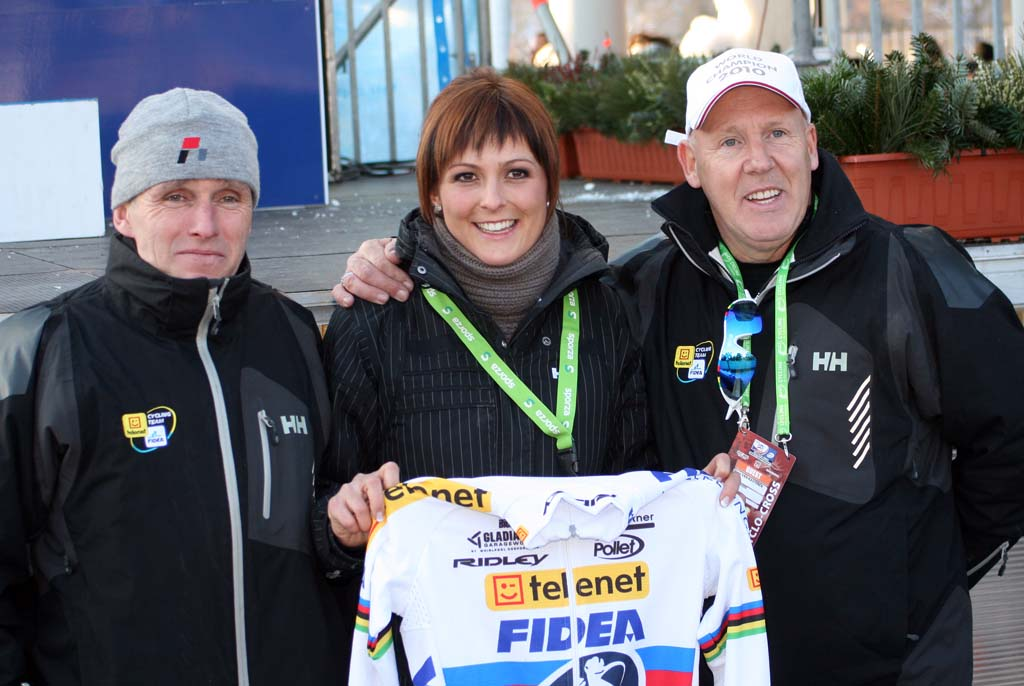 Stybar's girlfriend, flanked by Telenet-Fidea's Hans van Kasteren and Danny De Bie ? Bart Hazen