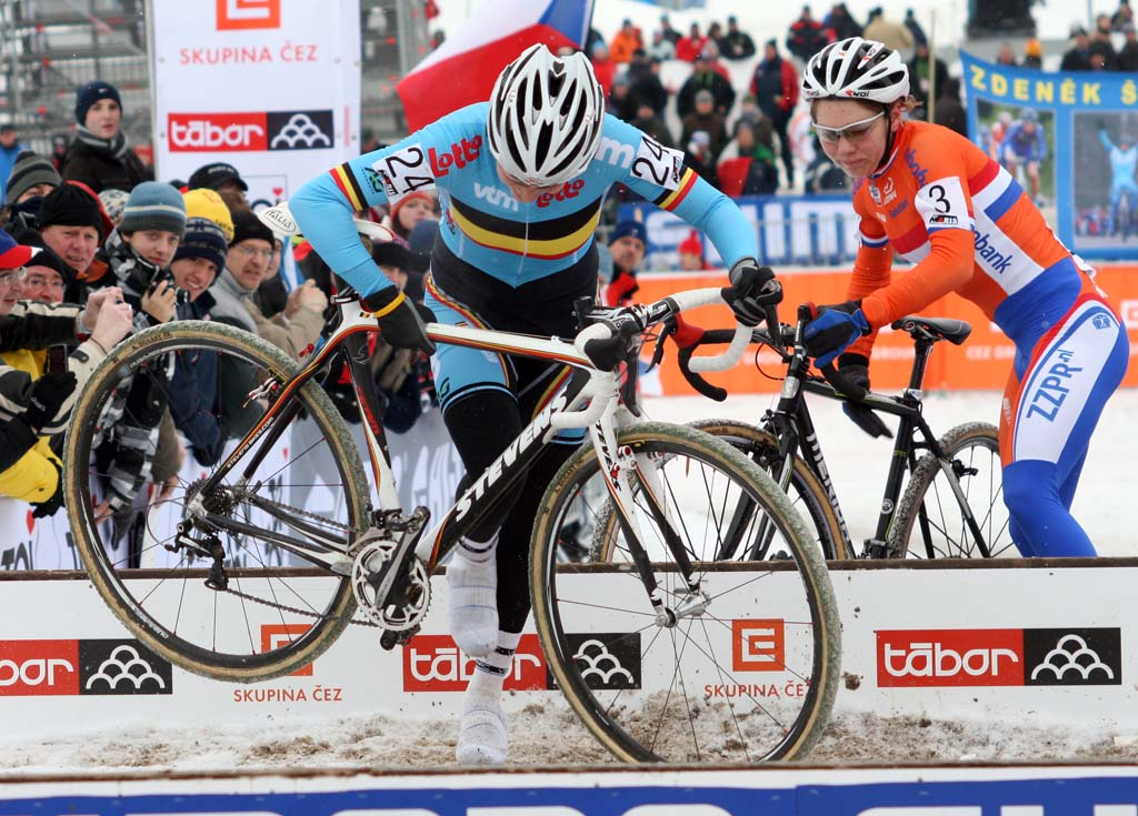 Sanne Cant tries to stay upright coming through the barriers. ? Bart Hazen