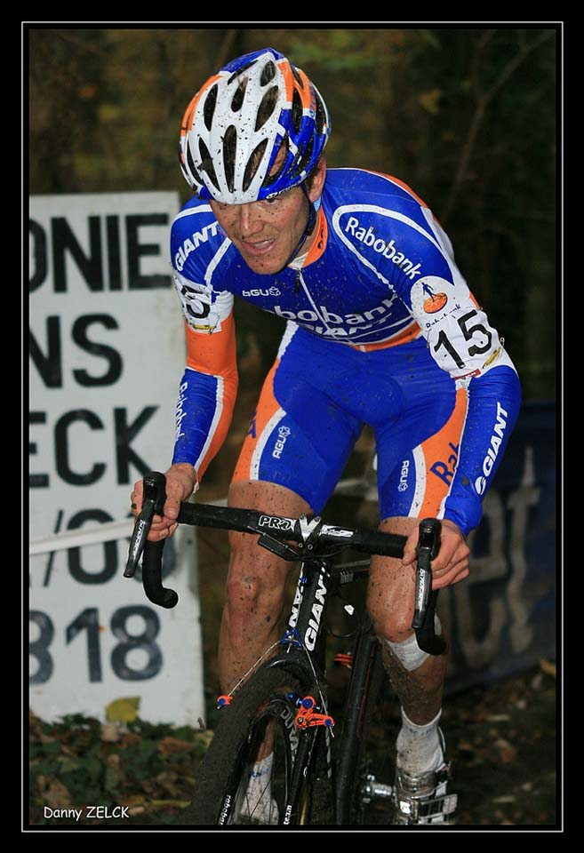 Bart Aernouts on the nasty hillclimb in Asper-Gavere ©Danny Zelck
