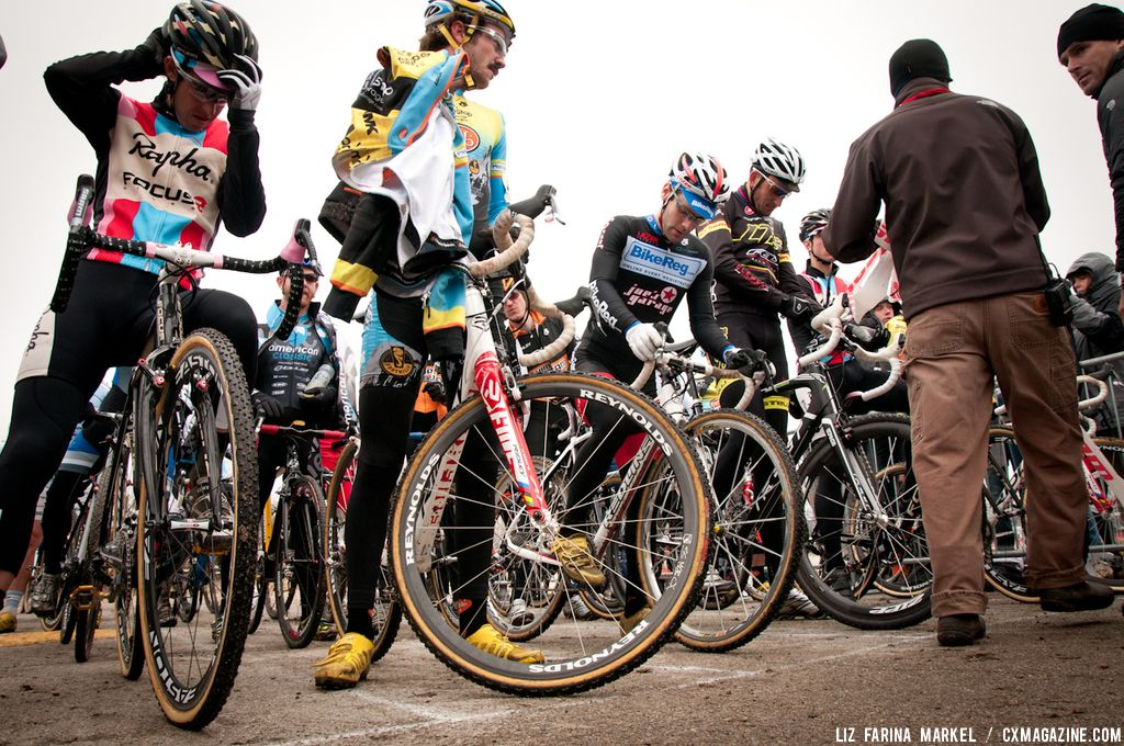 The elite men prepare to start. ©Liz Farina Markel
