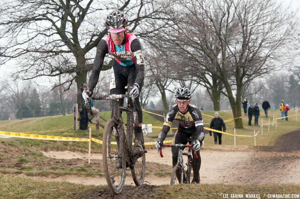 Christopher Jones (Rapha-FOCUS) leads Brian Matter (Gear Grinder) through the sandpits. ©Liz Farina Markel