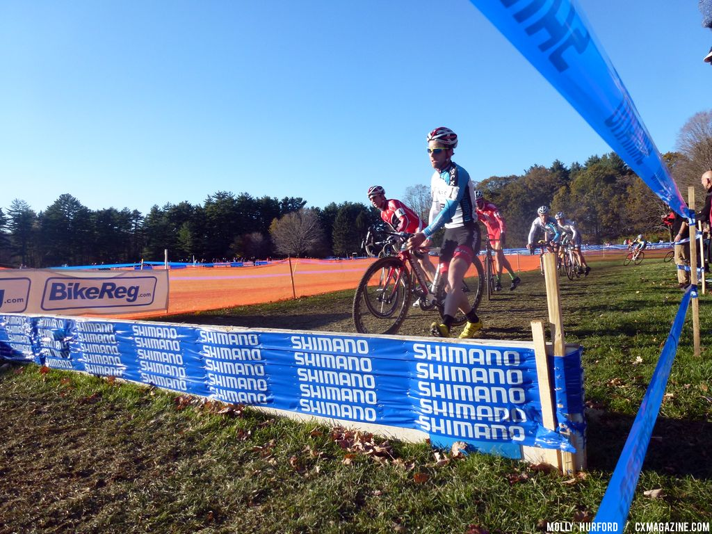 Lindine on the barriers © Cyclocross Magazine
