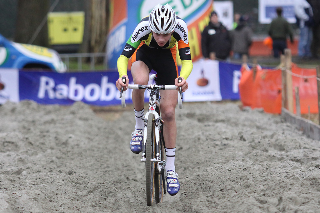 Mathieu van der Poel pulls through the sand-section ©Bart Hazen