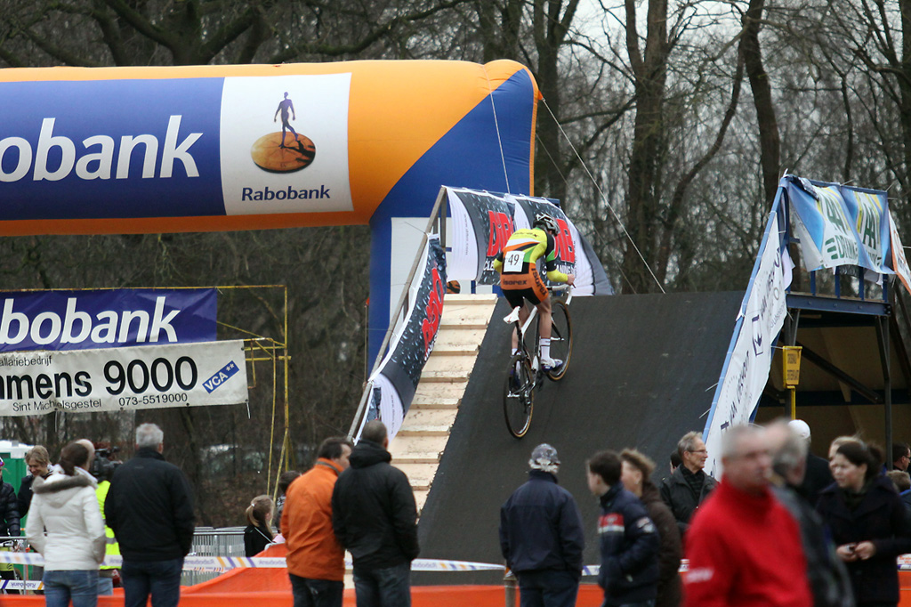 Mathieu van der Poel, youngest son of Adrie, turns onto one of the bridges on the course ©Bart Hazen