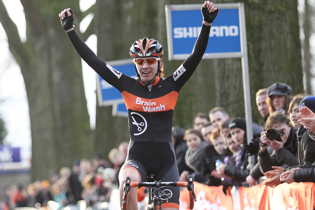 Junior Women's winner Sabrina Stultiens takes the national title in Sint-Michielsgestel ©Bart Hazen