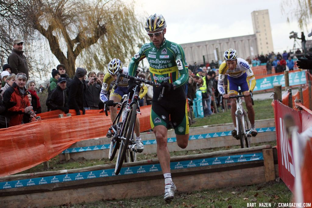 Sven Nys attacks the break with Meeusen and Peeters © Bart Hazen
