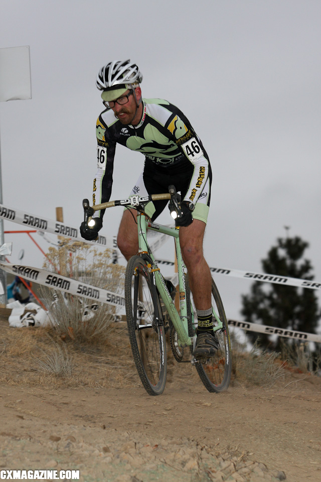 Scott Chapin grapples with a dusty downhill. ©Pat Malach