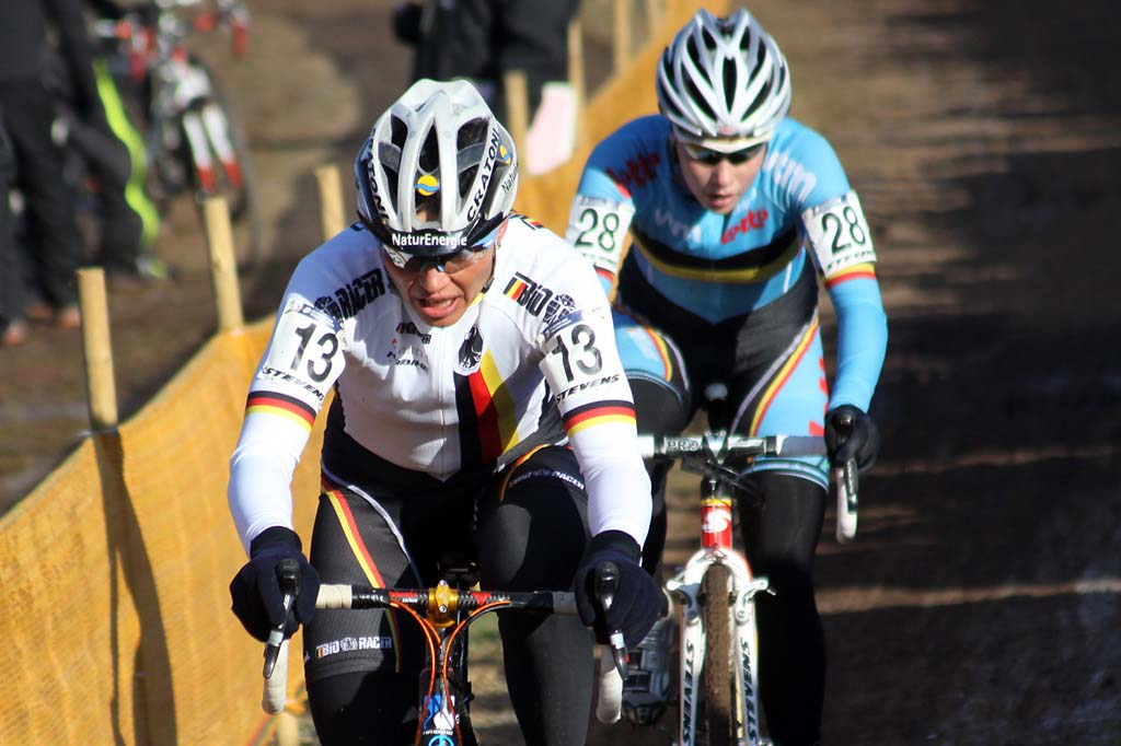 Sabine Spitz and Sanne Cant would sprint for 9th and 10th. © Bart Hazen