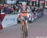 Jonathan Page crossing the finish line © Thomas van Bracht