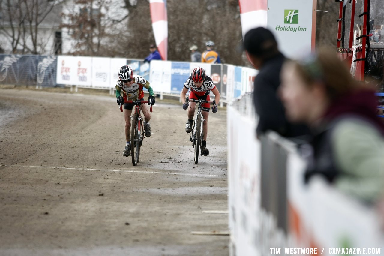 Jonah Thompson (left) nips Donald Seib at the line. © Cyclocross Magazine