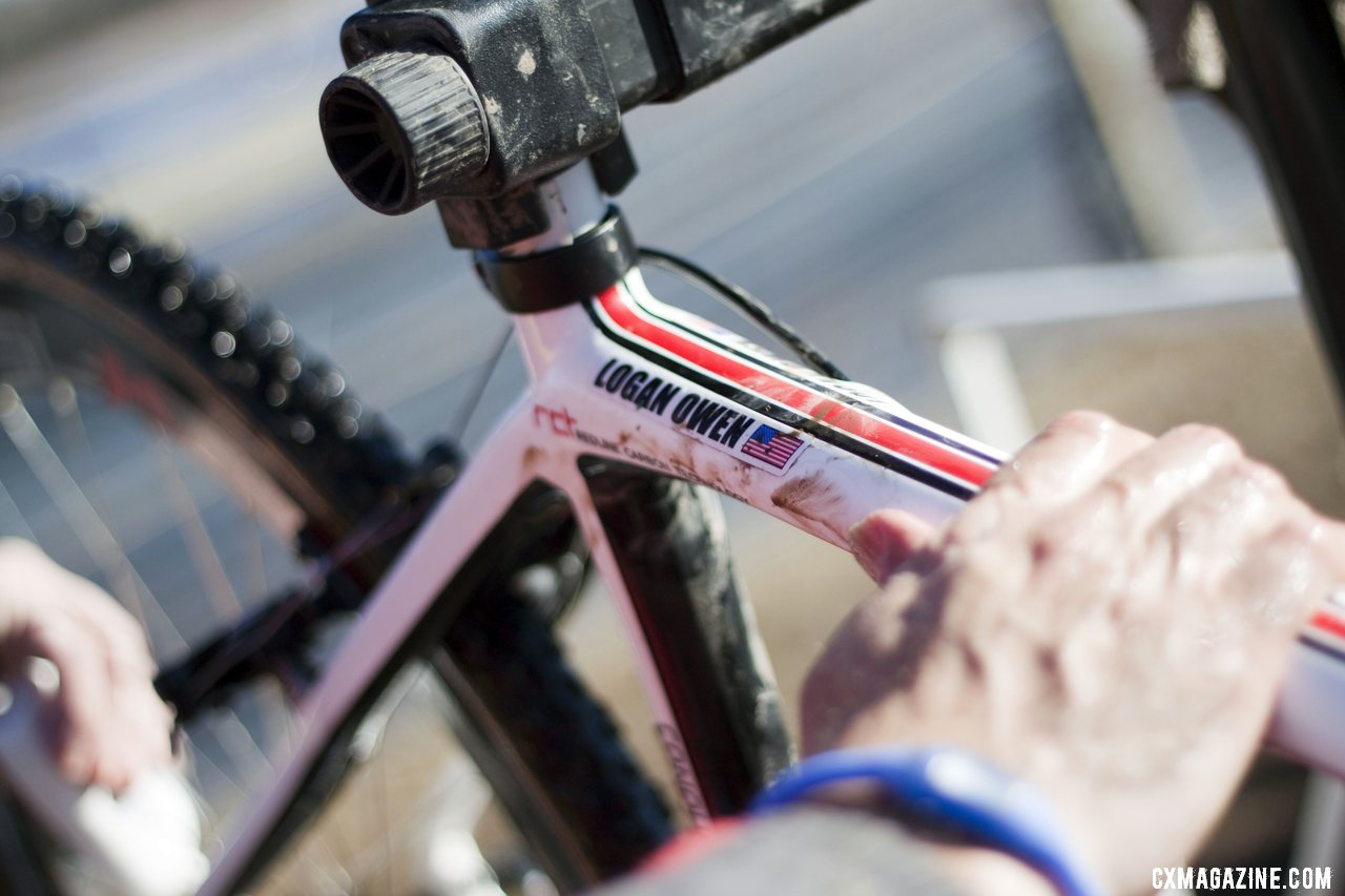 Tim Rutledge worked to keep Owen\'s bike clean for the frequent swaps. Junior men\'s 17-18 race, 2012 Cyclocross National Championships. © Cyclocross Magazine