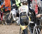 Allison Arensman takes a bike change. © Cyclocross Magazine