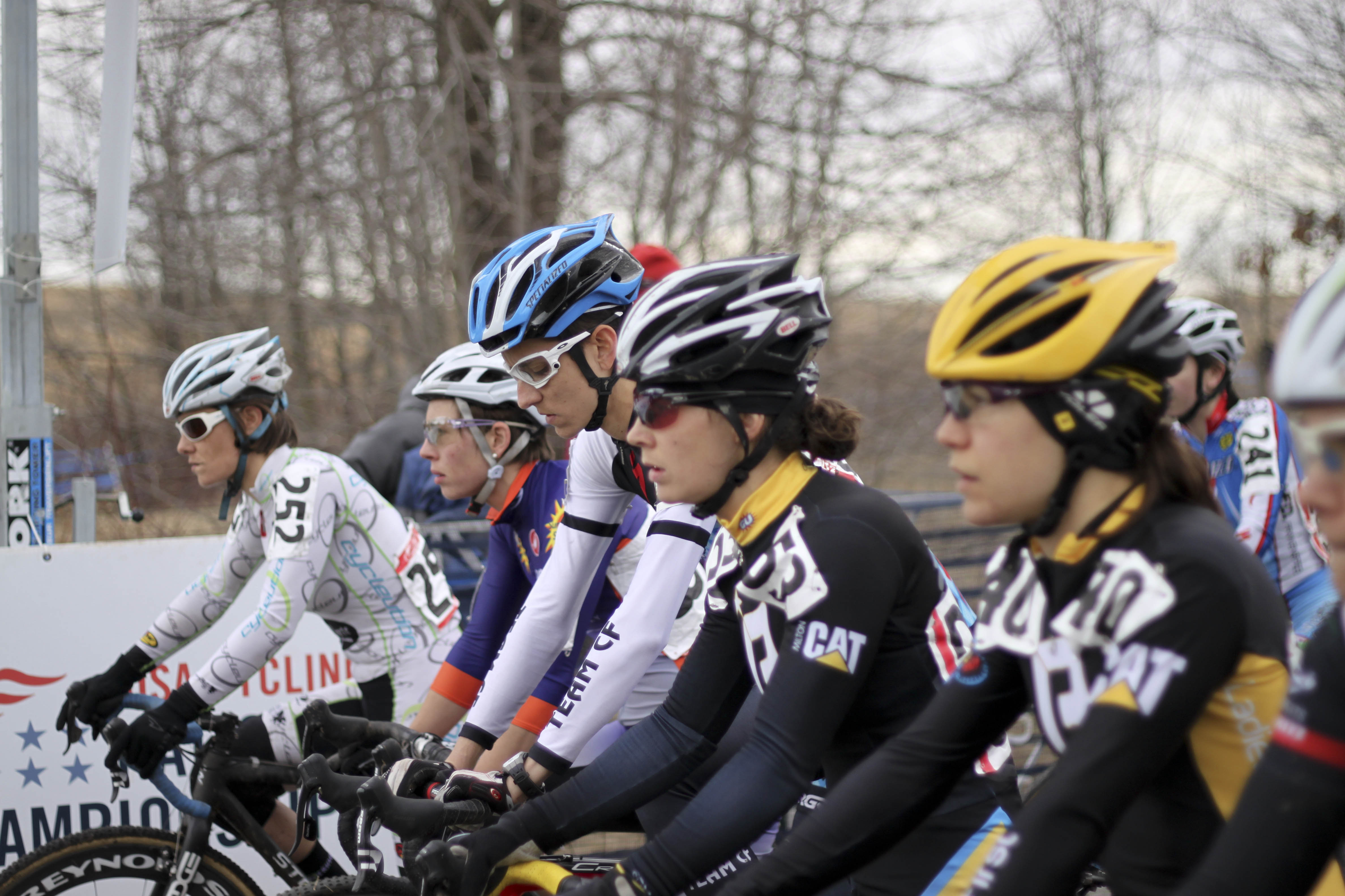 Anna Dingman, in the background, went on to finish 10th.. © Cyclocross Magazine
