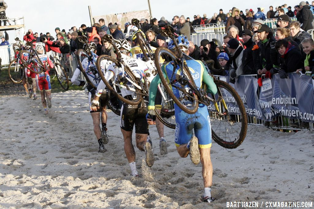 The sand was the major obstacle of the course © Bart Hazen
