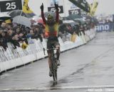 Sven Nys takes the win © Bart Hazen