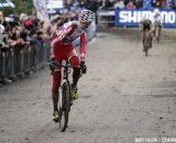 Klaas Vantornout wanted to gift Pauwels second place, but Rob Peeters came around  © Bart Hazen