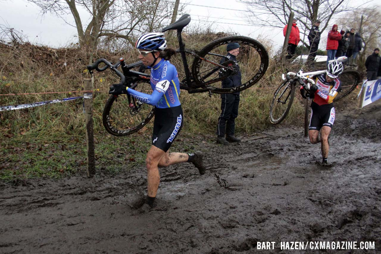 Helen Wyman and Sanne Cant battling for first place. © Bart Hazen / Cyclocross Magazine