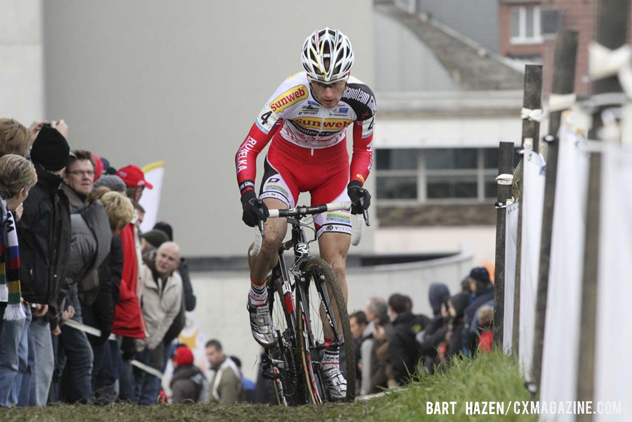 vin Pauwels (Sunweb-Napoleon Games) pushes up and incline. © Bart Hazen