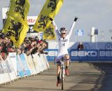 Katie Compton celebrates her first place finish at Koksijde. © Thomas van Bracht