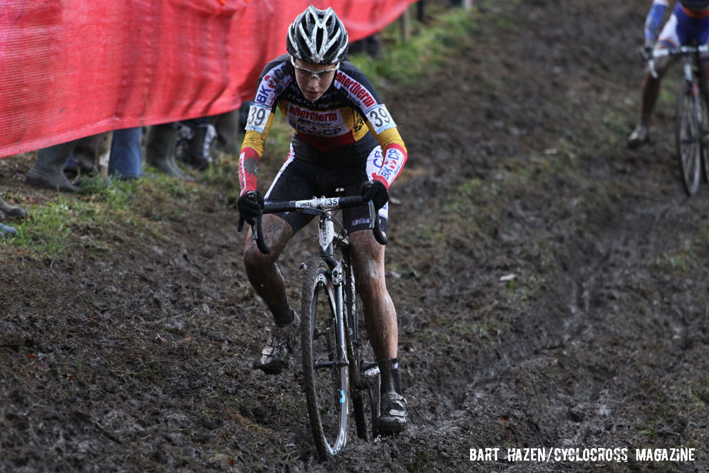 Sanne Cant negotiating the off-camber mud. © Bart Hazen / Cyclocross Magazine