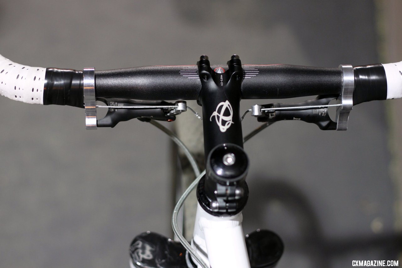 Summit Lab\'s 324 Brake Adapter takes up room on the handlebar\'s flats. © Cylcocross Magazine