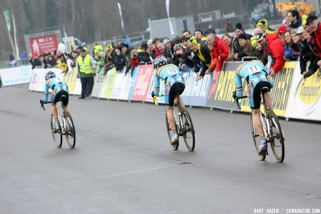 Van Aert, Soete and Van Tichelt in the chase behind Van der Poel © Bart Hazen
