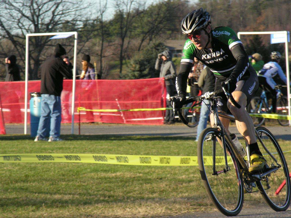 Mike Broderick rips the gravel track with the elite men. Baystate Cyclocross, Day 1. ? Paul Weiss
