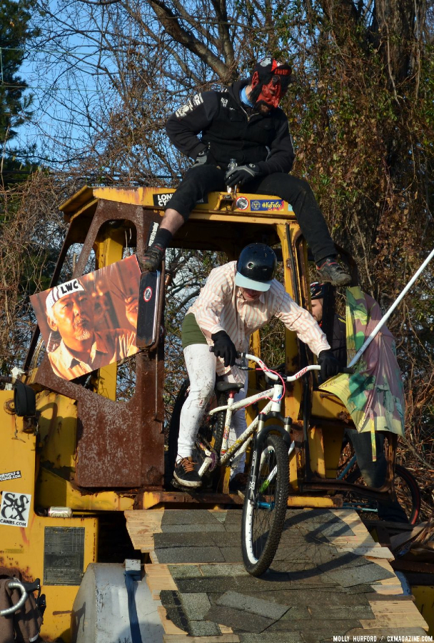 Riding the run-down at Bilenky Junkyard Cross. © Cyclocross Magazine