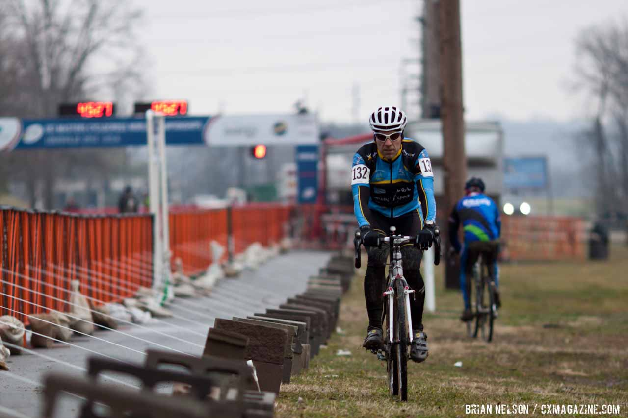 Jorge Martinez heading to the start line for the men's 40-44 race.  ©Brian Nelson