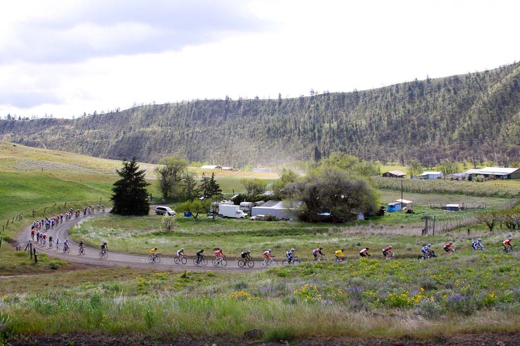 The field sweeps along the gravle road ? Pat Malach, Oregon Cycling Action