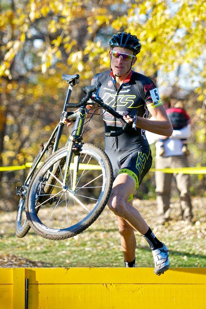 Ryan Trebon runs the barriers.  © Jeffrey Jakucyk