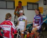 Joyce Vanderbeken talking with Marianne Vos and Helen Wyman before the race.  ? Jonas Bruffaerts