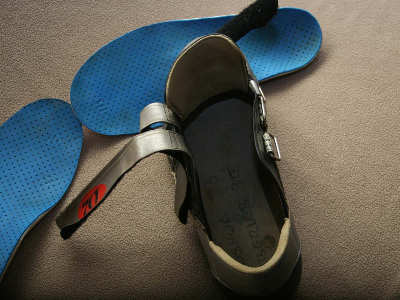 The fibrous insoles add polyethylene plastic that adds stiffness but still flexes ©Josh Liberles