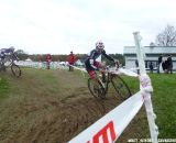 Lindine takes the off-camber corner. © Cyclocross Magazine