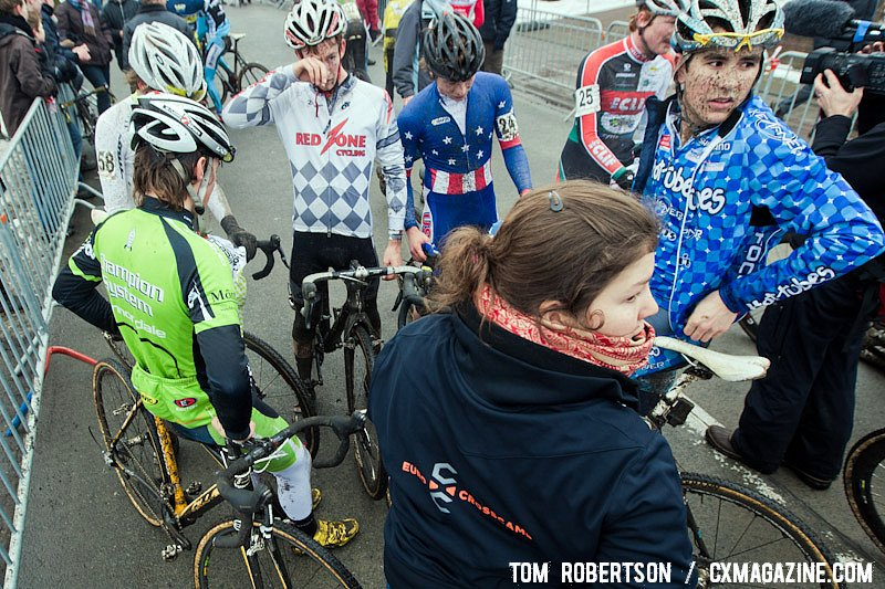 Different jerseys but one family: the riders discuss the race. © Tom Robertson