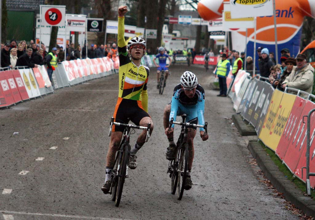 Van der Poel beats Teunissen in the sprint. ? Bart Hazen