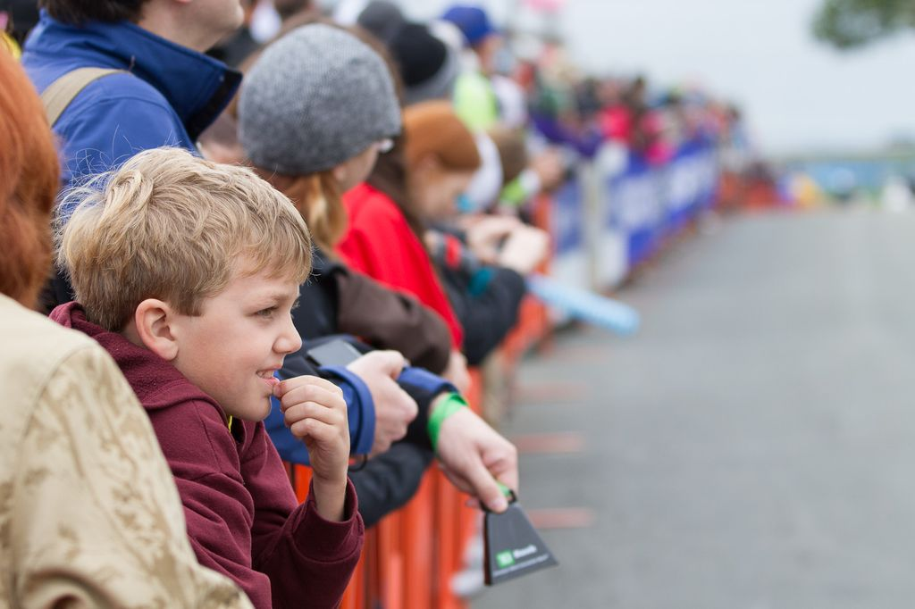 A young fan watches the race unfold excitedly © Todd Prekaski