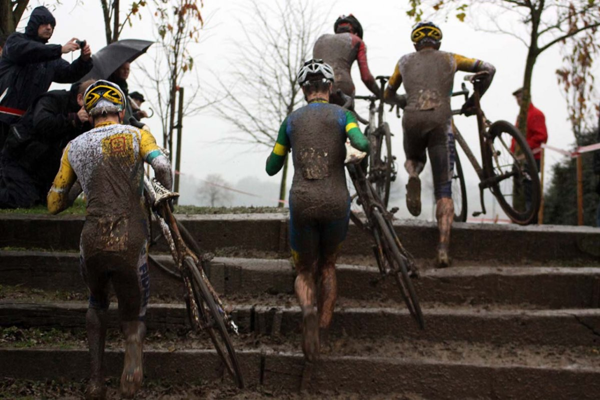 Rain, mud and epic conditions all day long © Bart Hazen