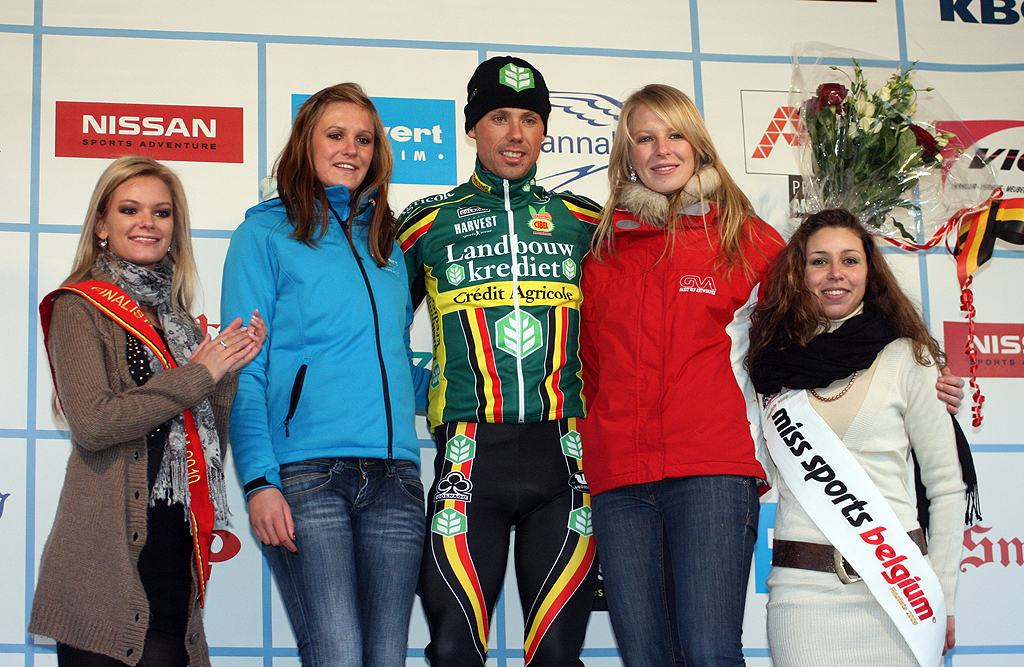 Nys and the ladies. GP Sven Nys 2010 - Baal, Beglium. GVA Trofee Series. ? Bart Hazen