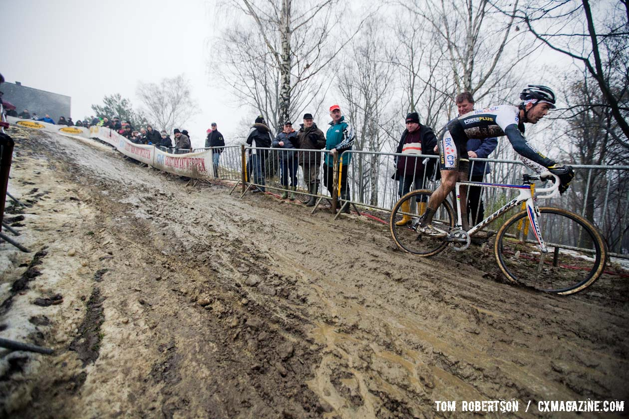 The muddy descent that took out Lars Boom © Tom Robertson
