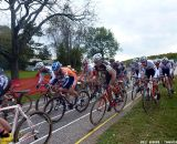 Cutting onto the grass was a faster way to move up. © Cyclocross Magazine
