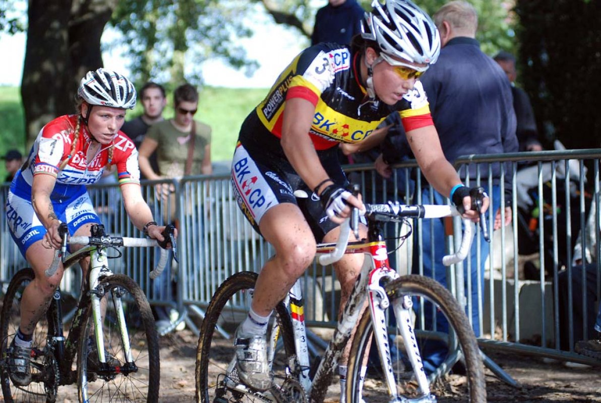 Sanne Cant leads Daphne van den Brand. © Bart Hazen