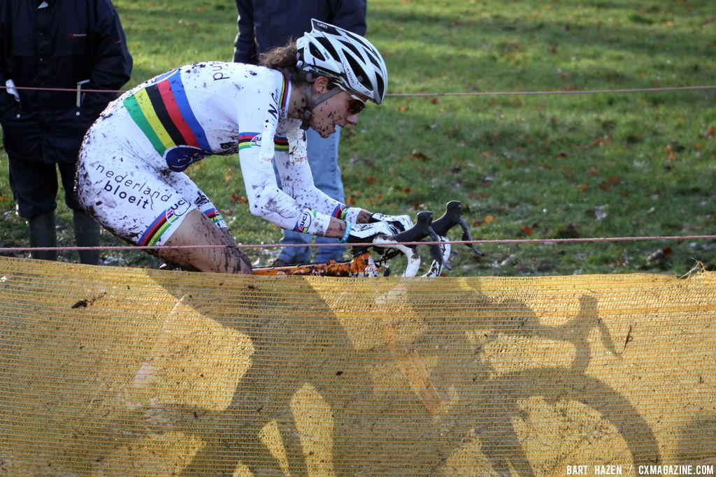 Marianne Vos is outstanding but can\'t beat her own shadow © Bart Hazen