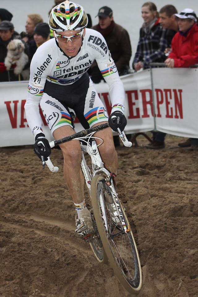 Stybar tackles the sand with file treads©Bart Hazen