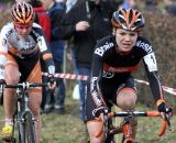 Sanne van Paassen leads Nikki Harris in the battle for second. © Bart Hazen