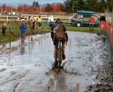 Through the mud, past the pits © Dave Roth